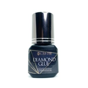 Diamantlim är ett av vår bästa lim. Perfekt för volymvippor och singelfransar. Endast för professionellt bruk. Limmet härdar mycket snabbt och har en otroligt bra hållbarhetstid!
