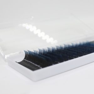 Våra bästa ombre volymfransar i silke i 2 färger, basen i svart och blå i toppen.